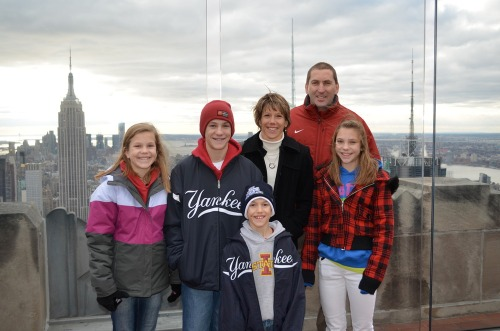 Family_at_pinstripe_bowl